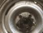 Cãozinho é salvo após entalar cabeça em roda de veículo nos EUA