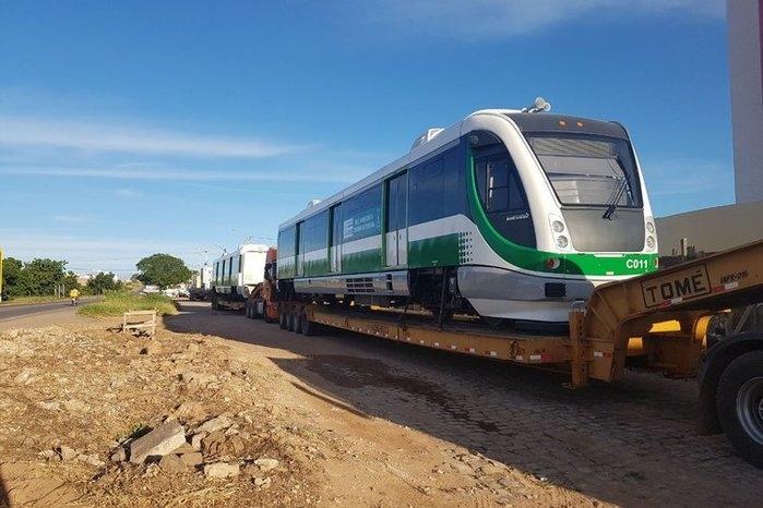 Primeiro dos três Veículos Leves Sobre Trilhos (VLTs) (Crédito: Setrans)