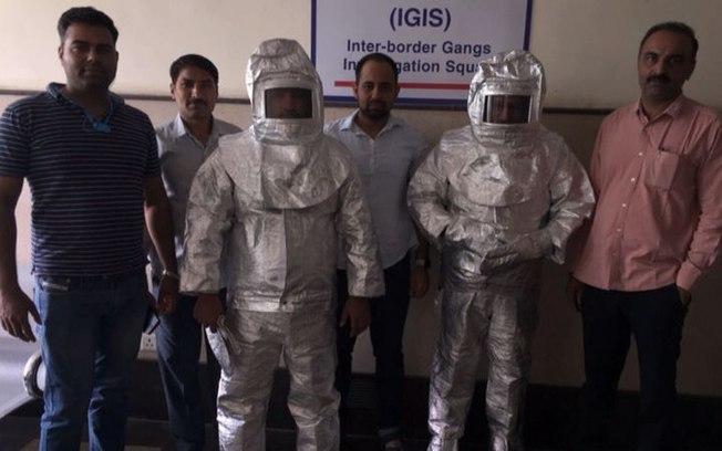 'Astronautas' presos (Crédito: Twitter)