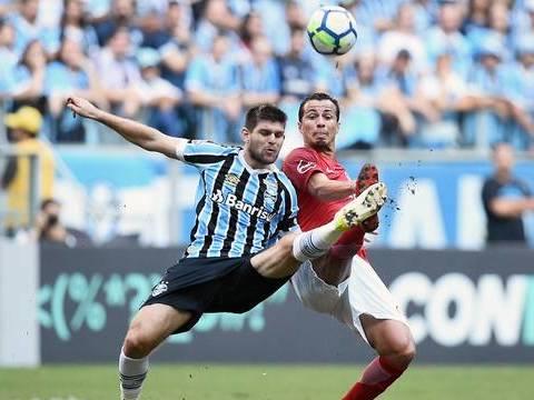Grêmio pressiona, mas para na defesa do Inter e jogo fica no empate