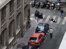 Homem é morto por políciais após esfaquear pessoas em rua de Paris