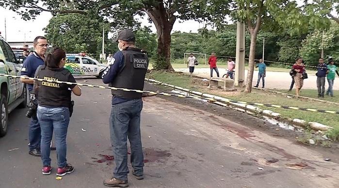 Vítima foi encontrada na avenida (Crédito: Reprodução/TVMN)