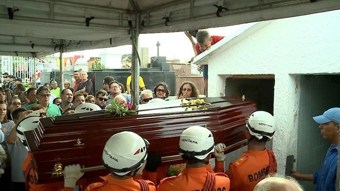 Ex-governador do Maranhão é enterrado (Crédito: Reprodução/TV Mirante))
