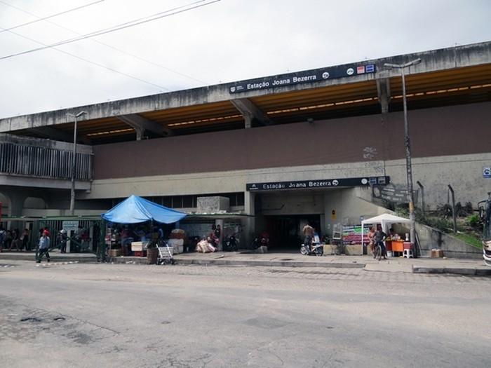 Atropelamento aconteceu próximo à Estação Joana Bezerra, no Recife  (Crédito: Katherine Coutinho/G1)