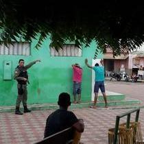 Homens são presos após furtos com arma branca no centro de Pio IX