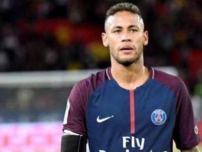 Torcedor paga cerca de R$1 milhão por camisa de Neymar