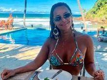 Viviane Araújo renova bronze e exibe corpão na Bahia