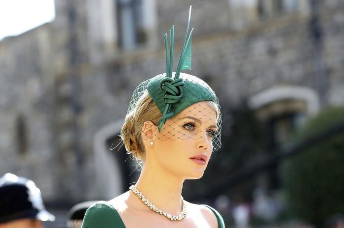 Kitty Spencer, prima de Harry, chega ao casamento real  (Crédito: Gareth Fuller/Pool via AP)