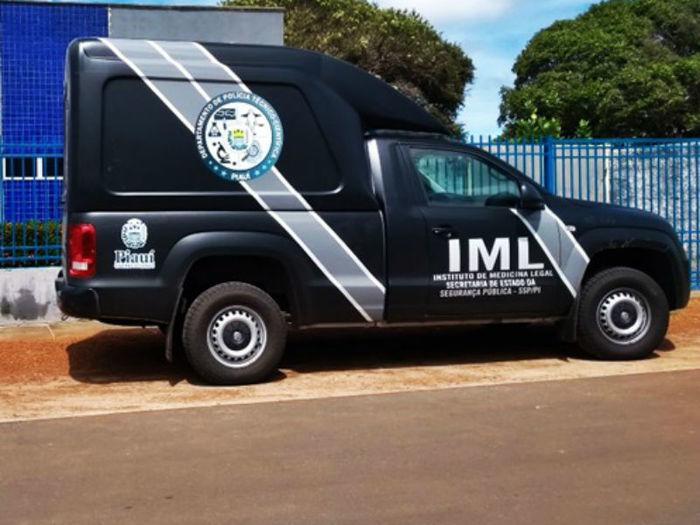 Equipe do IML esteve no local para remover o corpo (Crédito: Reprodução)