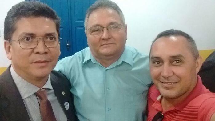 Sefie do Aristeu com o Vice Gílson Moura e o Secretario Estadual de Segurança Jefferson Portela (Crédito: Aristeu Carvalho)