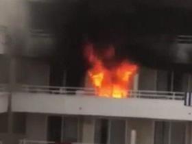 Após tentar queimar pé de amigo, turistas põem fogo em hotel
