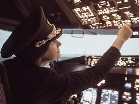 Pilota de avião viraliza após ouvir que