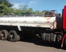 Polícia apreende Caminhão de transporte de Combustível por desvio