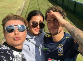 Neymar recebe visita de Marquezine e David Brazil na Granja Comary