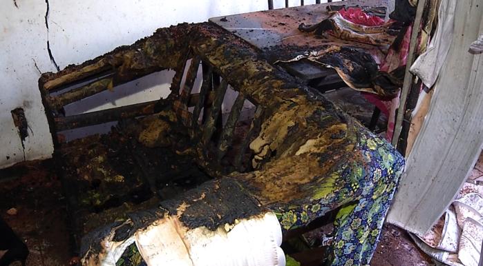 Móveis destruídos após incêndio em Timon  (Crédito: Rede Meio Norte)