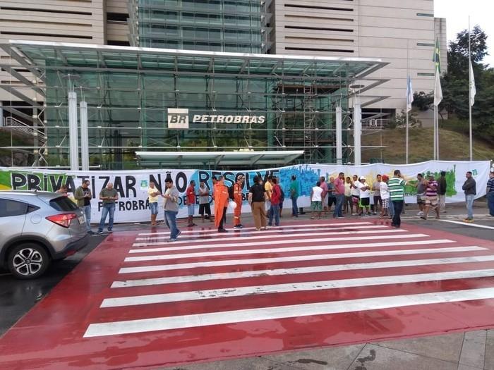 Protesto de petroleiros em frente à sede da Petrobras, em Vitória  (Crédito: Fernando Estevão)