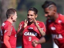 Guerrero treina e é relacionado pelo Fla para o jogo contra o Inter