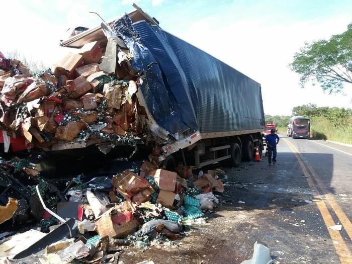 Caminhão  envolvido no acidente em Colinas do Tocantins (Crédito: Divulgação/PRF)