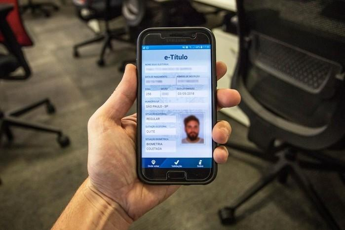 e-Título pode ser acessado pelo celular após download de aplicativo que leva o mesmo nome (Crédito: Fabio Tito)