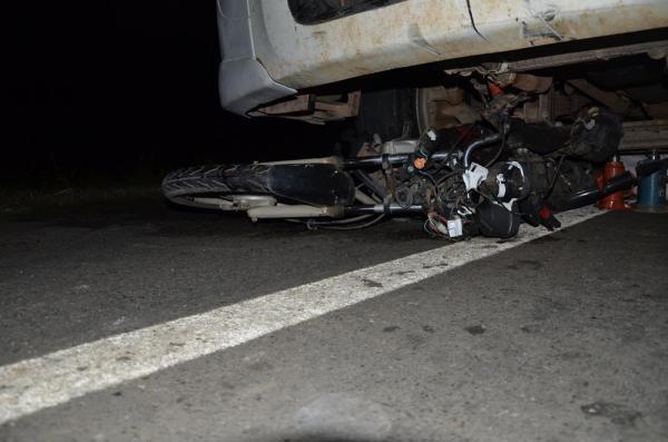Acidente com caminhão na BR-343 em Água Branca (Crédito: Valdomiro Gomes/CANAL 121)