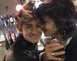 Nanda Costa assume namoro com cantora Lan Lanh em rede social