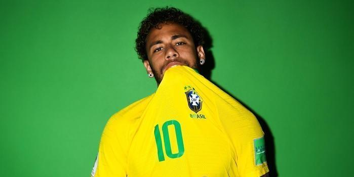 Em fotos oficiais da FIFA, Neymar e cia fazem caras e bocas; fotos