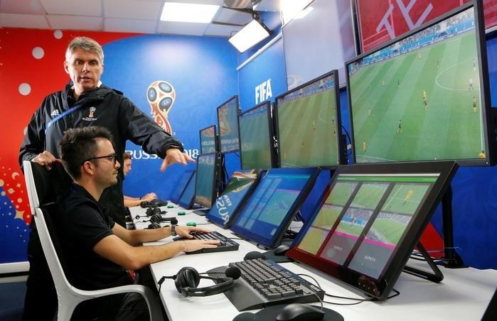 Árbitros de vídeo passarão a ter papel importante nas partidas (Crédito: Reuters)