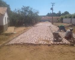 Prefeitura Inicia Obra de Calçamento Na Zona Rural