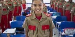 Alunos da Escola Militar de Bombeiros de Timon recebem fardamento