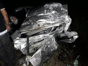 Maranhão:Homem morre e carro fica destruído em colisão com ônibus
