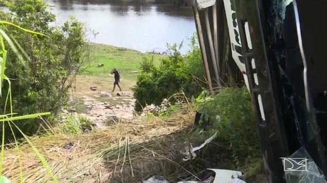Carga é saqueada por moradores na BR-316, no Maranhão  (Crédito: TV Mirante/Reprodução )