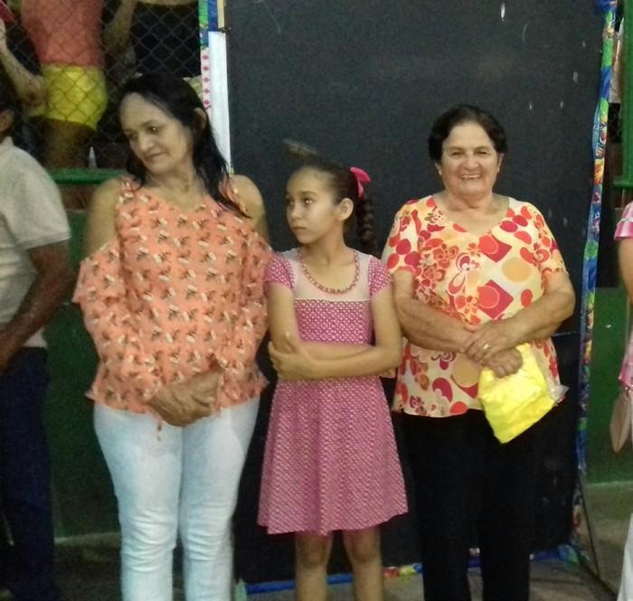 À diretita Dona Zeza (mãe do prefeito)