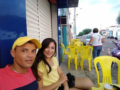 Gabriela Carvalho ao lado do marido  (Crédito: Reprodução )