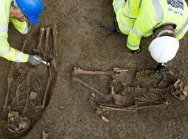 Esqueletos de dois homens são encontrados sepultados em forma de T