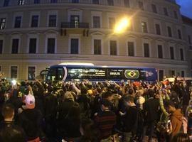 Seleção brasileira desembarca em São Petersburgo para jogo de sexta