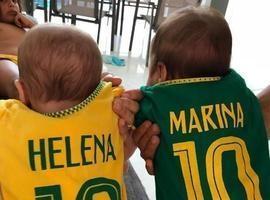 Ivete Sangalo mostra gêmeas com camisas do Brasil e emociona