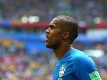 Douglas Costa sofre lesão muscular na coxa e não enfrenta a Sérvia