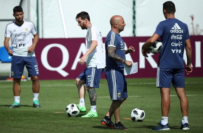 Lionel Messi e Jorge Sampaolli: Argentina precisa vencer a Nigéria (Crédito: Reuters)