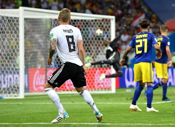 Belo gol de Kroos no fim do jogo contra a Suécia (Crédito: Getty Images)
