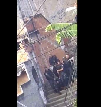 Policial acabou morrendo durante confronto em operação no RJ. (Crédito: Reprodução/ Youtube)