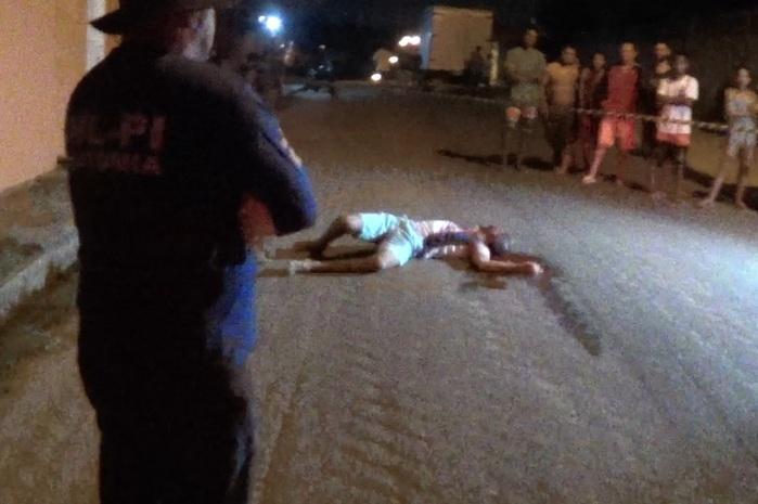 Vítima foi atingida com tiro na cabeça (Crédito: Reprodução/TVMN)