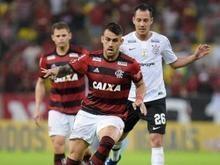 Flamengo vence o Corinthians, lidera e abre quatro pontos