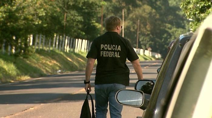 Agentes da Polícia Federal, que têm a maior parte das vagas, cumprem mandados em operações pelo país  (Crédito: Reprodução/EPTV)