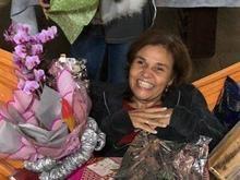 Claudia Rodrigues comemora 48 anos com festa surpresa