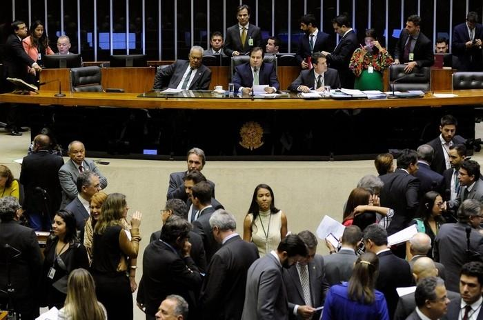 Deputados reunidos no plenário da Câmara durante a sessão desta terça (10) (Crédito: Luis Macedo/Câmara dos Deputados)