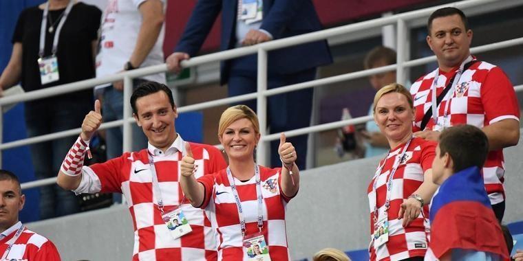 Presidente da Croácia faz sucesso na torcida e paga seu ingresso