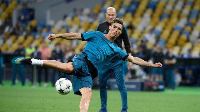 Cristiano treina antes de jogo  (Crédito: LLUIS GENE / AFP)