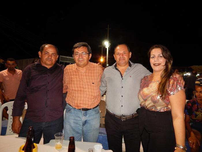 Dr.Aarão com o vice prefeito de Prata do Piaui Neto Mendes e sua esposa a vereadora Sandra e Chico Vicente