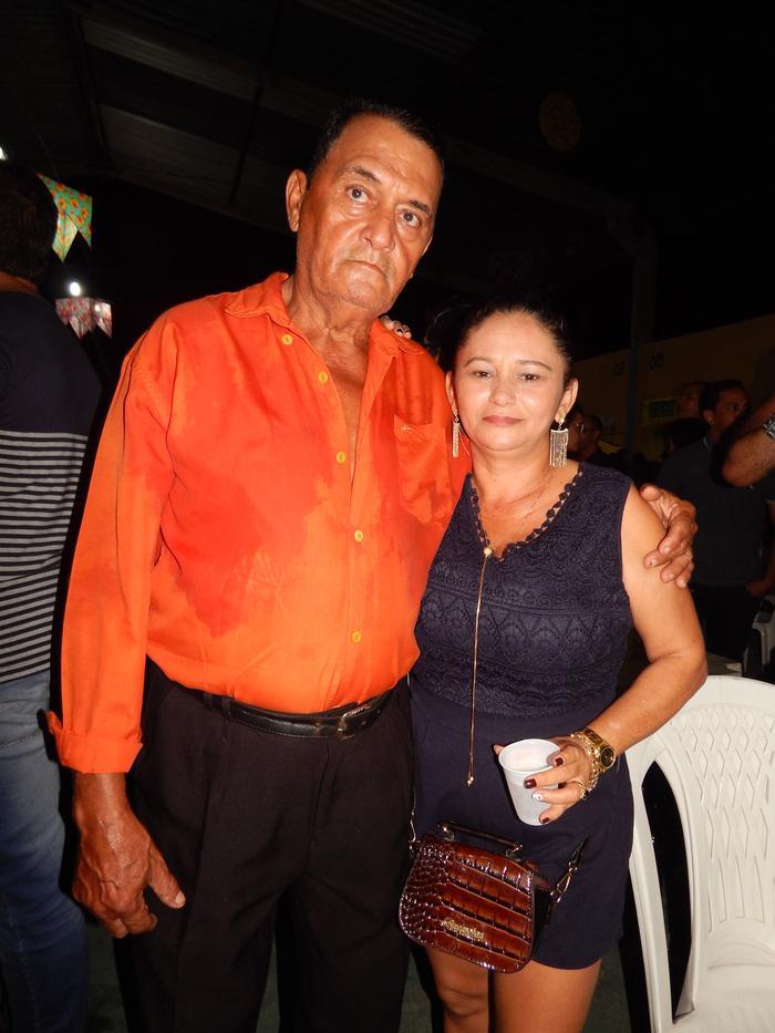 Julio Mariano com amiga