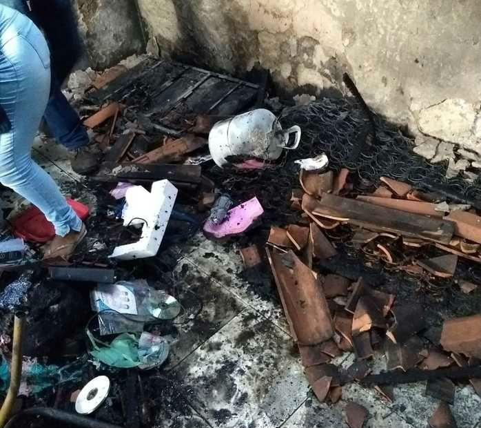 Incêndio que vitimou casal (Crédito: Efrém Ribeiro )